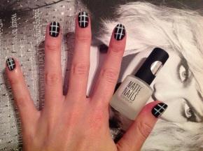 Criss-Cross Nail Art